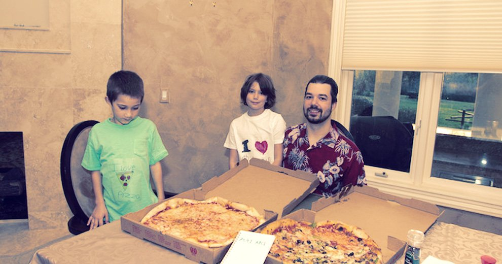 Laszlo Hanyecz and his family next to pizza